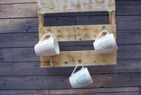 DIY rusztikus bögretartó